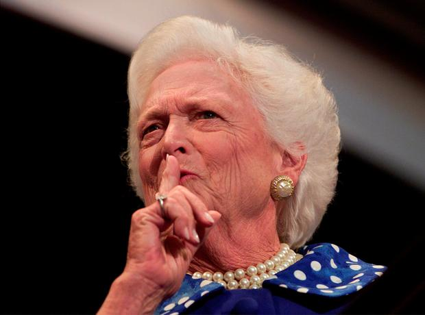 Former first lady Barbara Bush quiets the crowd before speaking at the Republican National Convention in Philadelphia August 1, 2000. Photo: Reuters