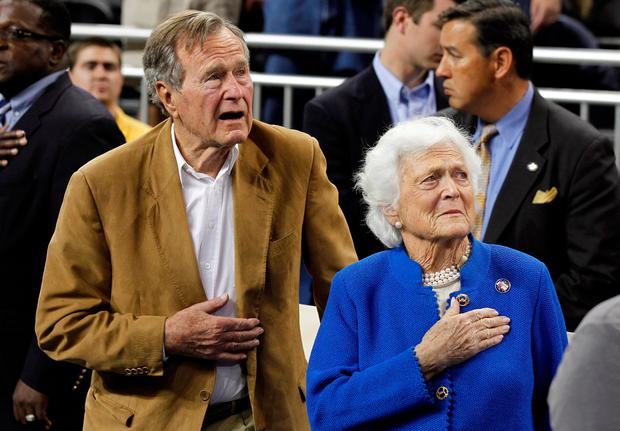 Former US President George H.W. Bush and his wife, former first lady Barbara Bush, stand during the national anthem prior to the University of Connecticut versus Butler University men's final NCAA Final Four college basketball championship game in Houston, Texas, April 4, 2011. Photo: Reuters