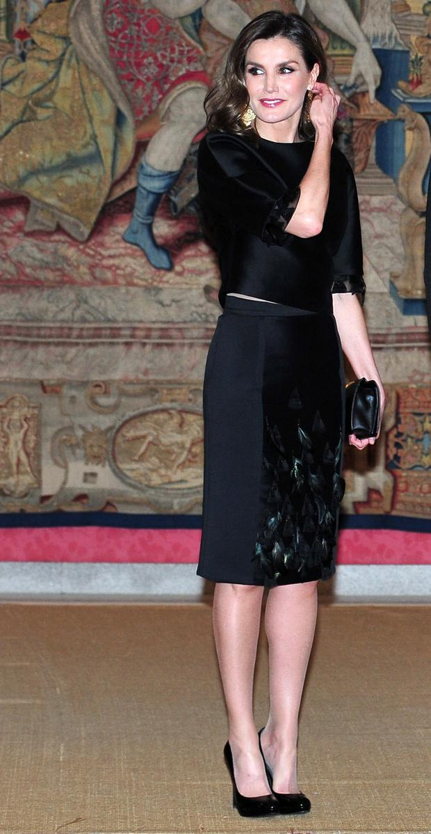 1be8197d Queen Letizia of Spain attends the reception offered by Portugal president  Marcelo Rebelo de Sousa (C) at El Pardo Palace on April 17, 2018 in Madrid,  ...