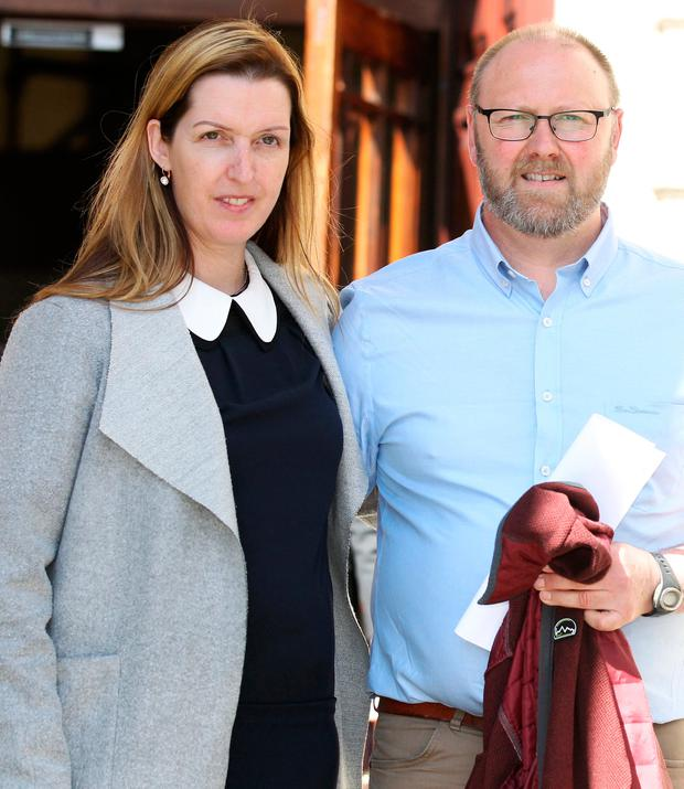 "Vicky Phelan and husband Jim in the High Court. Image: Courtpix ""title ="" Vicky Phelan and husband Jim in front of the High Court. Image: Courtpix ""width ="" 620 ""height ="" 716"