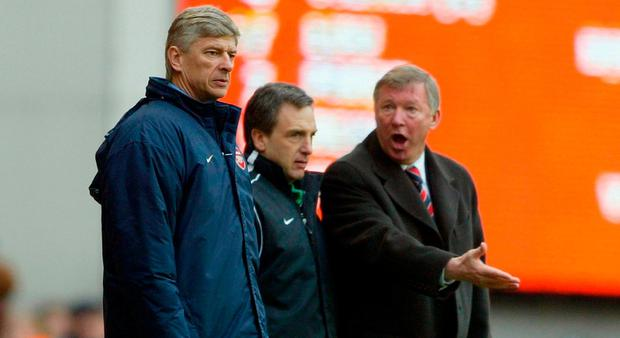 Arsene Wenger argues with Alex Ferguson in 2004