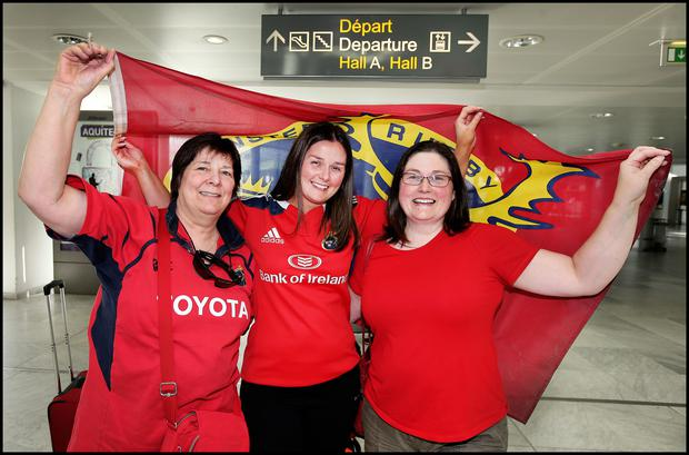 Munster fans including Anne Marie O'Flynn and sisters Maria and Siobhan Houlihan enjoy the Bordeaux sunshine