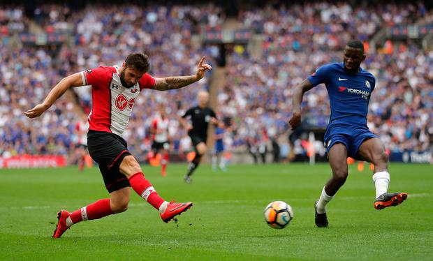 Charlie Austin of Southampton shoots and misses. Photo: Getty Images