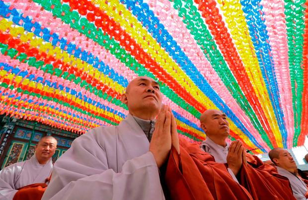 Buddhist monks put their hands together to wish for a successful inter-Korean summit at the Jogye temple in Seoul. Photo: Lee Jin-man/AP