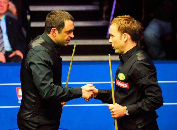 Ali Carter (right) shakes hands with Ronnie O' Sullivan after beating him 13-9 during day eight of the 2018 Betfred World Championship at The Crucible, Sheffield. PRESS ASSOCIATION Photo. Picture date: Saturday April 28, 2018. Rui Vieira/PA Wire