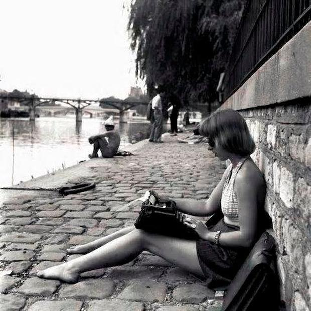 FOCUS: The famous Robert Doisneau photograph of Emma Smith working at her typewriter by the Seine in 1948