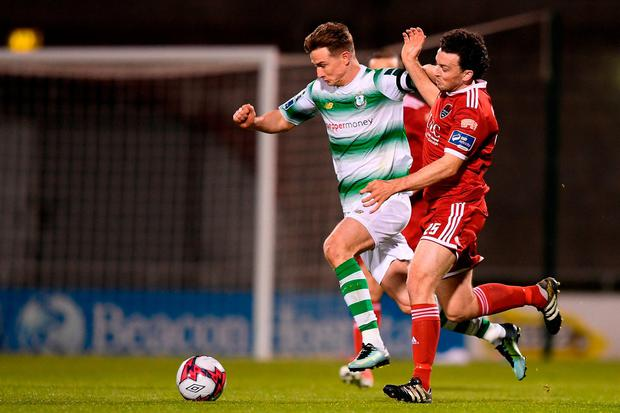 Ronan Finn shrugs off a challenge from Cork City's Barry McNamee. Photo: Eóin Noonan/Sportsfile
