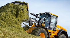 The JCB 435S' Automatic Idle feature returns the engine to 700rpm after 30 seconds of inactivity Image. JCB