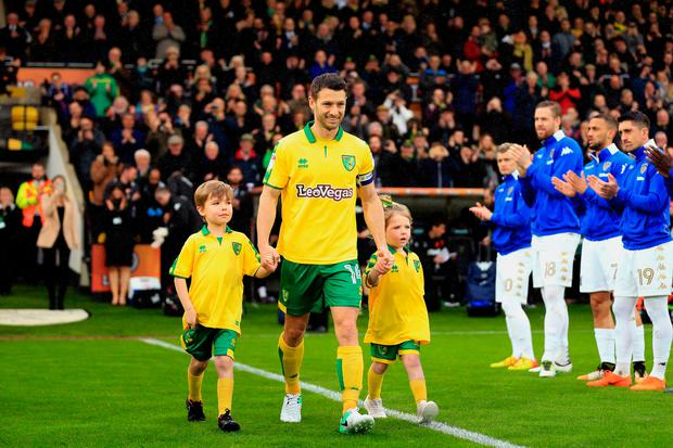 Wes Hoolahan is applauded onto the pitch on his last game for Noriwch last weekend. Photo by Stephen Pond/Getty Images
