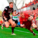 Keith Earls scores the crucial try for Munster in the Guinness PRO14 semi-final play-off against Edinburgh at Thomond Park yesterday. Photo: Sam Barnes/Sportsfile