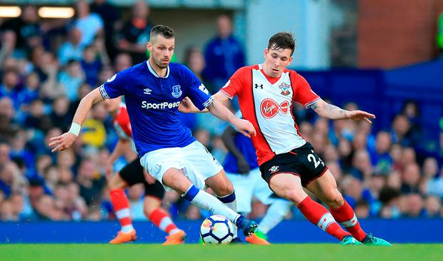 Everton's Morgan Schneiderlin (left) and Southampton's Pierre-Emile Hojbjerg battle for the ball. Photo: Peter Byrne/PA