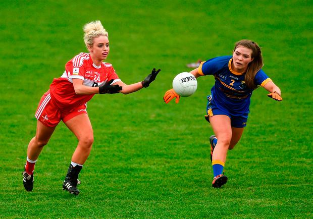 Catherine McGlew of Louth in action against Emily Mulhall of Wicklow. Photo: Piaras Ó Mídheach/Sportsfile