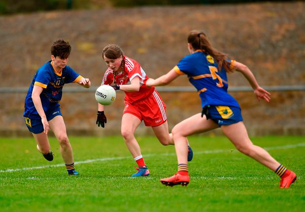 Lauren Boyle of Louth in action against Aoife Gillen, left, and Alanna Conroy of Wicklow. Photo: Piaras Ó Mídheach/Sportsfile
