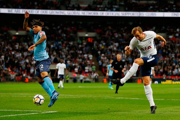 Spurs striker Harry Kane (R) has a shot on goal. Photo: Getty Images