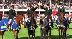 Tommy Wade, Chef d' Equipe and the victorious Irish team with the Aga Khan trophy in 2000