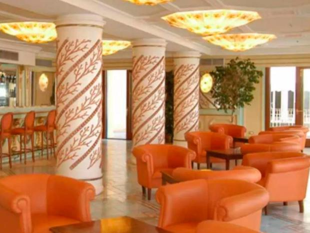 The bar of the Alimuri hotel in Sorrento, pictured on the hotel's website, where a barman allegedly served the drug-spiked drinks (Photo: Alimuri hotel)