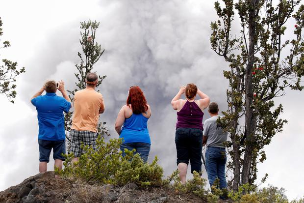 Ash erupts from the Halemaumau crater near the community of Volcano during ongoing eruptions of the Kilauea Volcano in Hawaii, U.S., May 15, 2018. REUTERS/Terray Sylvester