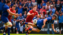 19 May 2018; James Lowe offloads to his Leinster team-mate Jack Conan who scored their side's opening try during the Guinness PRO14 semi-final match between Leinster and Munster at the RDS Arena in Dublin. Photo by Stephen McCarthy/Sportsfile