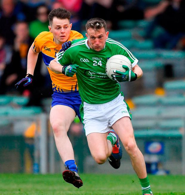 Davy Lyons of Limerick in action against Conor Finucane of Clare. Photo by Piaras Ó Mídheach/Sportsfile