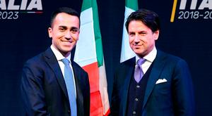 Leader of the Italy's populist Five Star Movement, Luigi Di Maio (L), shakes hands with Giuseppe Conte. Photo: AFP/Getty Images