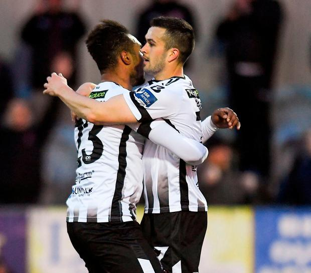 Marco Tagbajumi of Dundalk, left, celebrates scoring his side's second goal with team-mate Michael Duffy. Photo by Piaras Ó Mídheach/Sportsfile