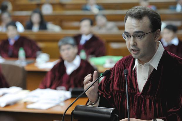 Alan Peter Cayetano pictured in the Philippine Senate in Manila, on January 24, 2012. AFP PHOTO/TED ALJIBE/POOL