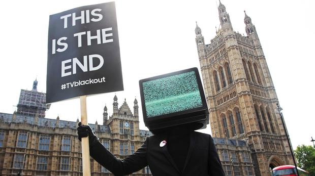 TV screens will appear to switch off in 'disruptive' advert