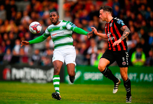 Dan Carr of Shamrock Rovers in action against Rob Cornwall of Bohemians. Photo by Stephen McCarthy/Sportsfile