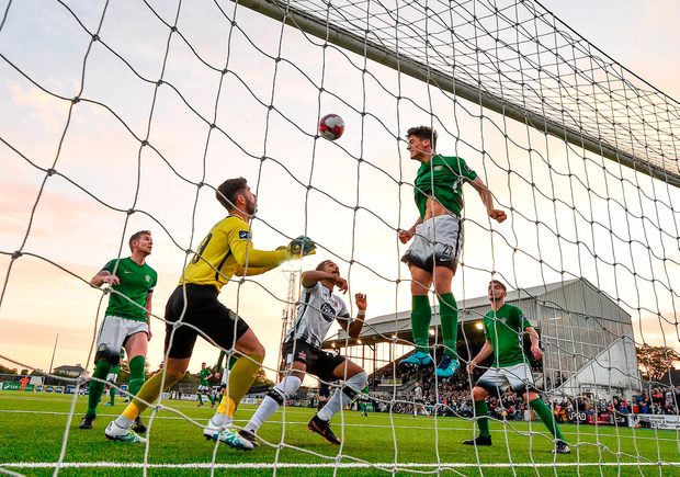 Drogos Mamaliga of Bray Wanderers clears the ball off the line. Photo by Seb Daly/Sportsfile