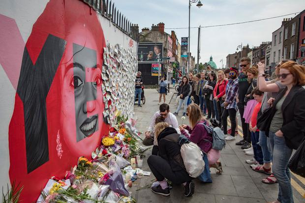 26/5/18 People come to pay tribute at the mural of Savita Halappanavar on Richmond street south in Dublin. Picture:Arthur Carron