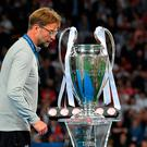 A crestfallen Jurgen Klopp can't bear to look as he walks past the trophy. Photo: Getty Images