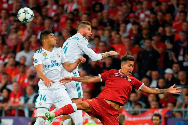 (FromL) Real Madrid's Brazilian midfielder Casemiro, Real Madrid's Spanish defender Sergio Ramos and Liverpool's Brazilian forward Roberto Firmino jump for the ball. Photo: Getty Images