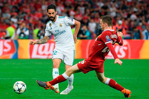 Real Madrid's Spanish midfielder Isco (L) vies with Liverpool's Scottish defender Andrew Robertson. Photo: Getty Images