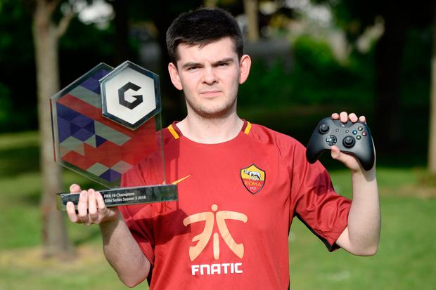 Conran Tobin with his Gfinity Elite Series FIFA 18 trophy