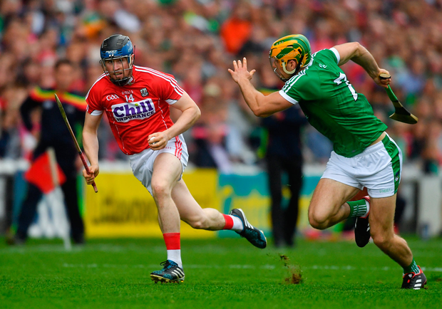 2 June 2018; Conor Lehane of Cork in action against Dan Morrissey of Limerick during the Munster GAA Hurling Senior Championship Round 3 match between Cork and Limerick at Páirc Uí Chaoimh in Cork. Photo by Piaras Ó Mídheach/Sportsfile