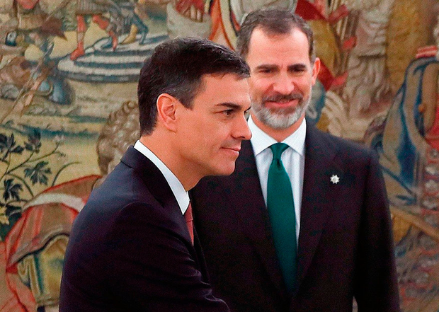 New blood: Spanish PM Pedro Sanchez and King Felipe VI. Photo: AFP/Getty Images