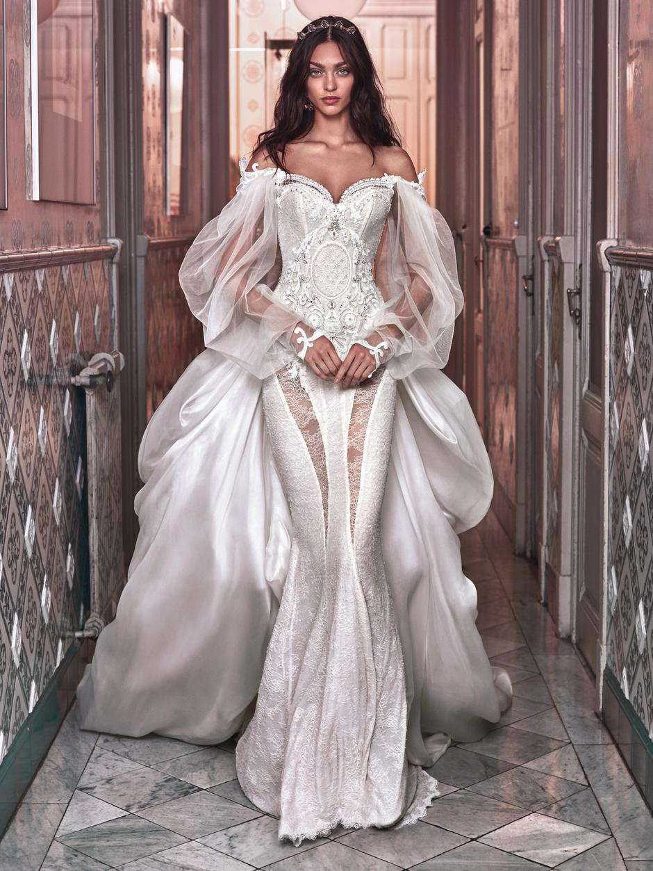 This is the wedding dress Beyonce is wearing in the \'vow renewal ...