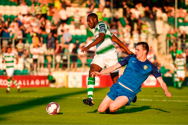 Dan Carr of Shamrock Rovers in action against Darragh Gibbons of Bray Wanderers. Photo by David Fitzgerald/Sportsfile