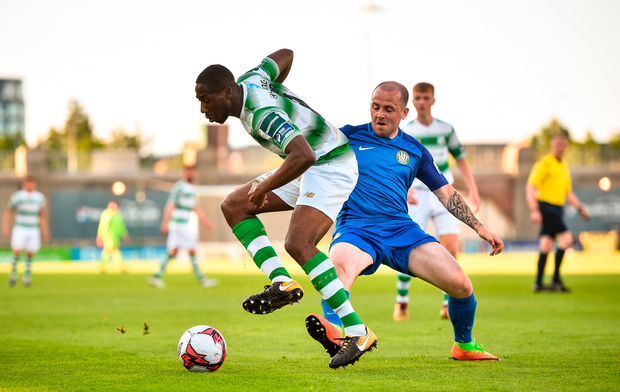 Dan Carr of Shamrock Rovers in action against Gary McCabe of Bray Wanderers. Photo by David Fitzgerald/Sportsfile