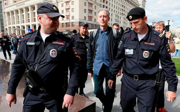 Veteran British LGBT rights campaigner Peter Tatchell is detained by police officers during a one-man protest to draw attention to what he said were appalling human rights abuses committed against gay men in Chechnya, in central Moscow, Russia June 14, 2018. REUTERS/Glab Garanich