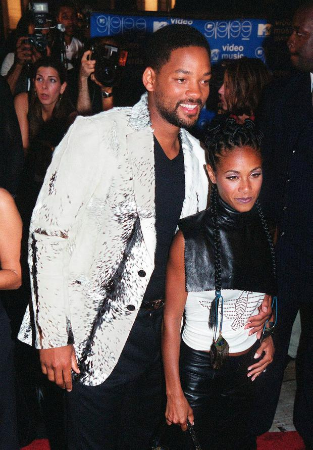 Will Smith (L) and his wife actress Jada Pinkett (R) arrive for the MTV Video Music Awards at the Metropolitan Opera House at Lincoln Center in New York on 09 September, 1999. AFP PHOTO Henny Ray ABRAMS