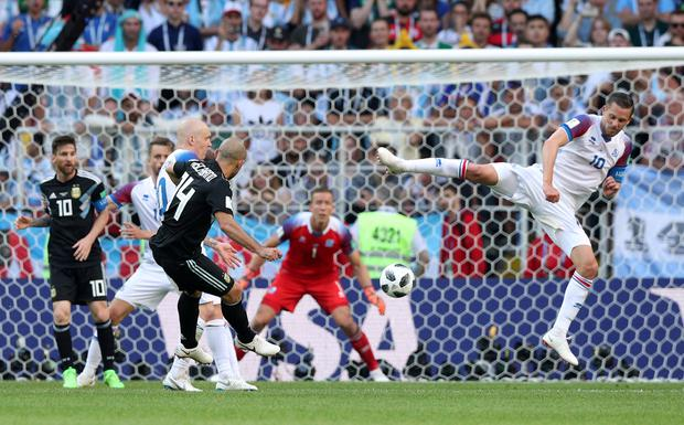 Argentina's Javier Mascherano has a shot at goal as Iceland's Gylfi Sigurdsson attempts to block. Photo: Reuters
