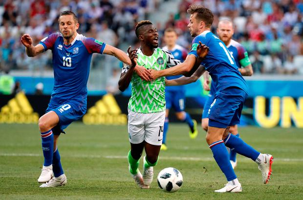 Nigeria's Kelechi Iheanacho in action with Iceland's Kari Arnason and Gylfi Sigurdsson. Photo: Jorge Silva/Reuters
