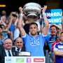 24 June 2018; Dublin captain Jonny Cooper lifts the cup following the Leinster GAA Football Senior Championship Final match between Dublin and Laois at Croke Park in Dublin. Photo by Stephen McCarthy/Sportsfile