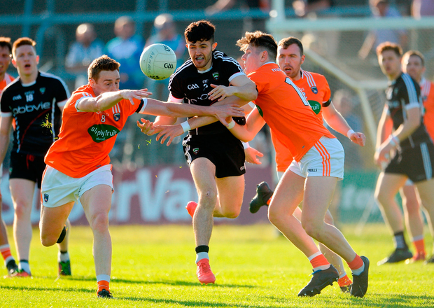 Nathan Rooney of Sligo in action against Charlie Vernon and Joe McElroy of Armagh. Photo by Oliver McVeigh/Sportsfile