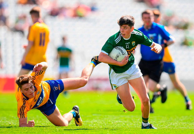 Dylan Geaney of Kerry in action against Gavin D'Auria of Clare. Photo by Stephen McCarthy/Sportsfile