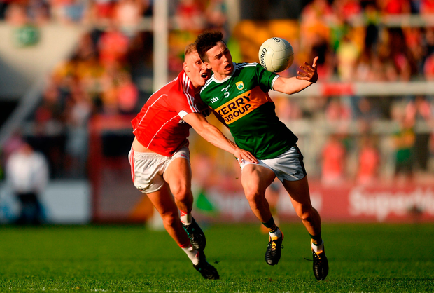 Paul Murphy of Kerry in action against Sean White of Cork. Photo by Eóin Noonan/Sportsfile