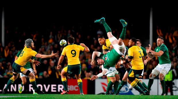 Peter O'Mahony of Ireland contests a high ball with Israel Folau of Australia during the 2018 Mitsubishi Estate Ireland Series 3rd Test match between Australia and Ireland at Allianz Stadium in Sydney, Australia. Photo by Brendan Moran/Sportsfile