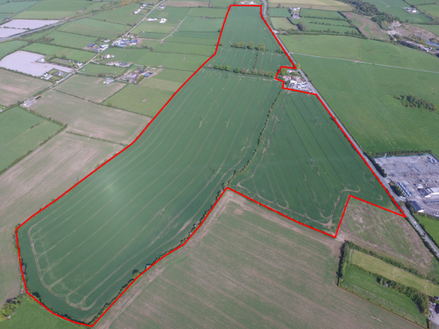A 91.6ac Tipperary tillage farm with extensive road frontage on the outskirts of Cahir made a headline price at auction last week. It sold under the hammer for €2.125m making over €23,000/ac.