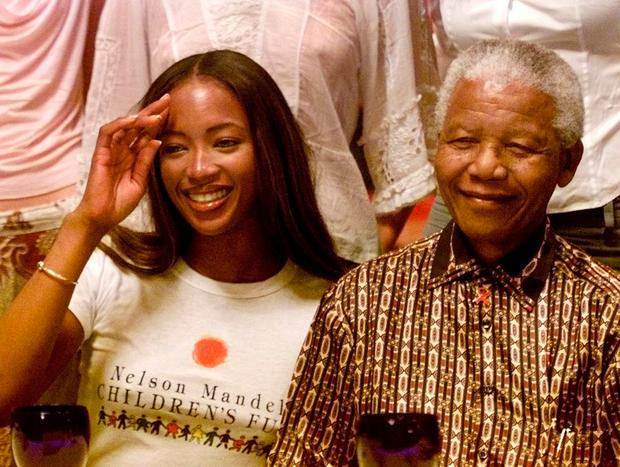 Nelson Mandela with supermodel Naomi Campbell in 2001